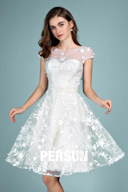 robe blanche courte chic col illusion en dentelle 3D 2020