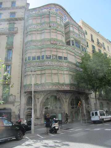 Pročelje jedne lijepe zgrade u Barceloni